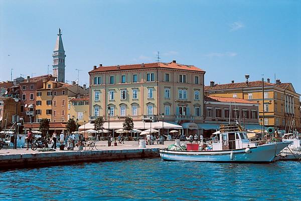 Hotel Adriatic vanaf de zee