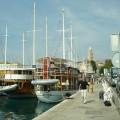cruise boten gulets liggen klaar in de haven van Split