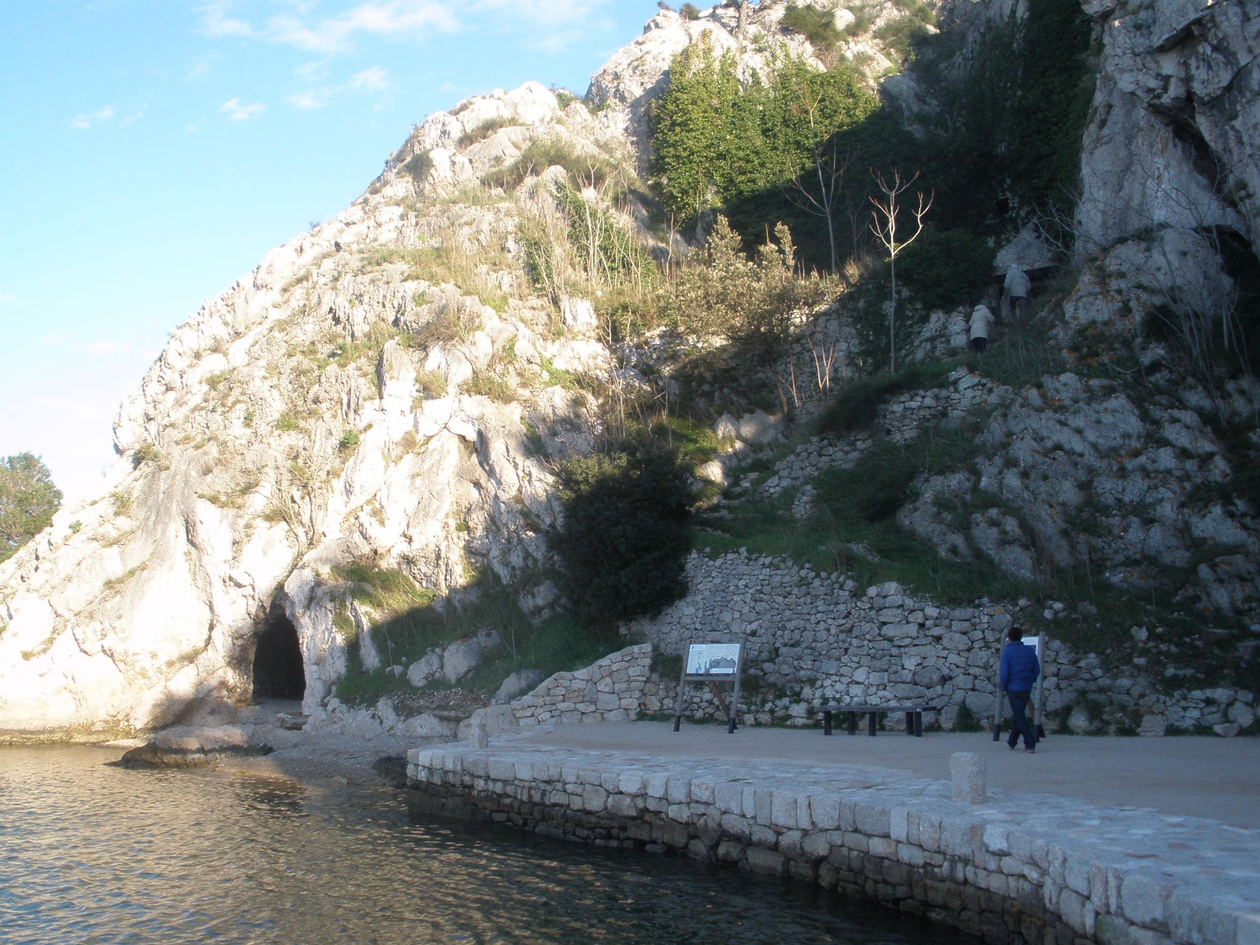 Ingang grot van Sv Ante