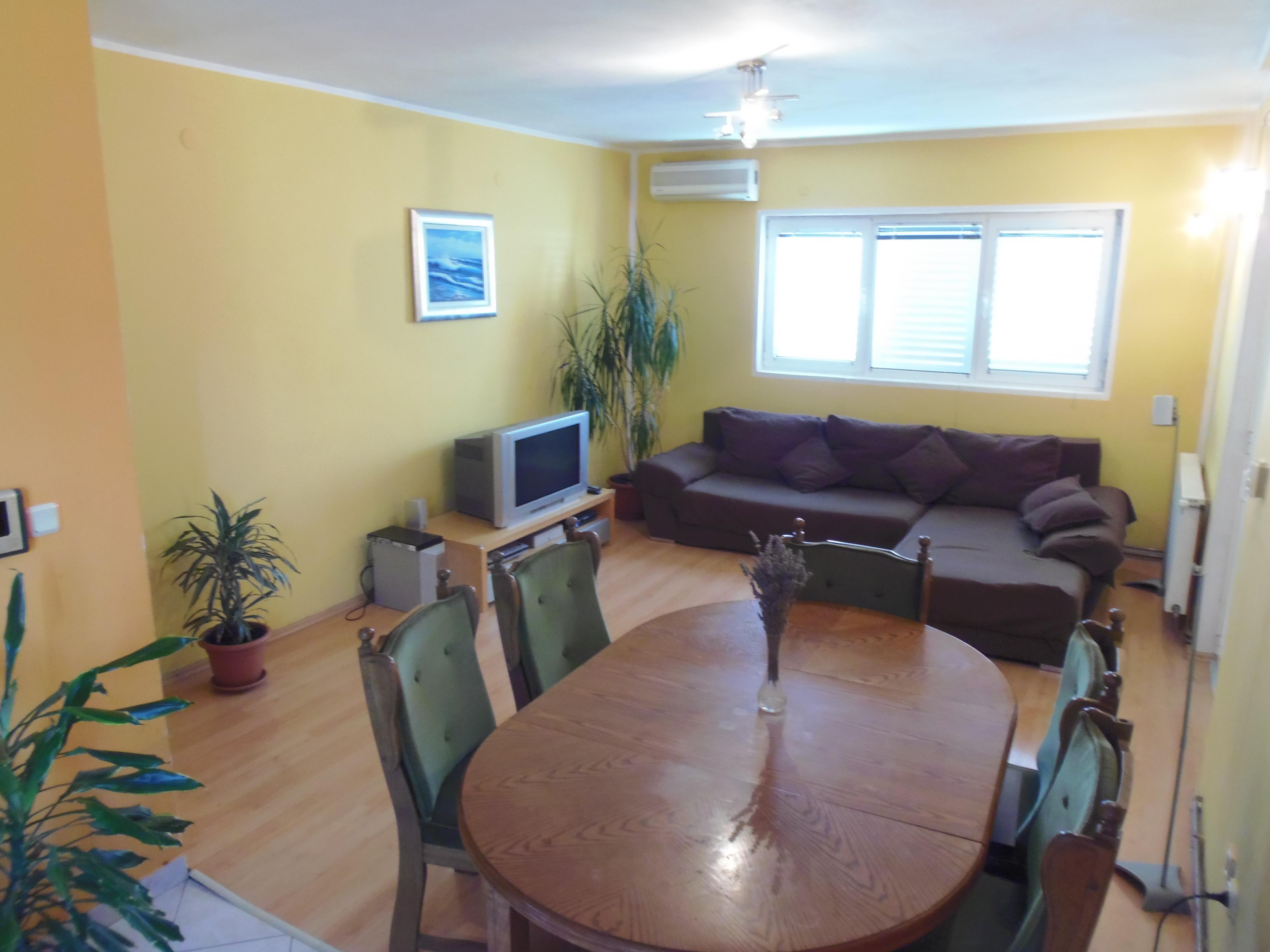 Woonkamer en eethoek appartement 3