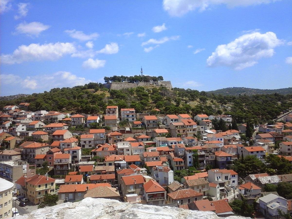 Sveti Ivan fort vanaf het Sveti Mihovil fort